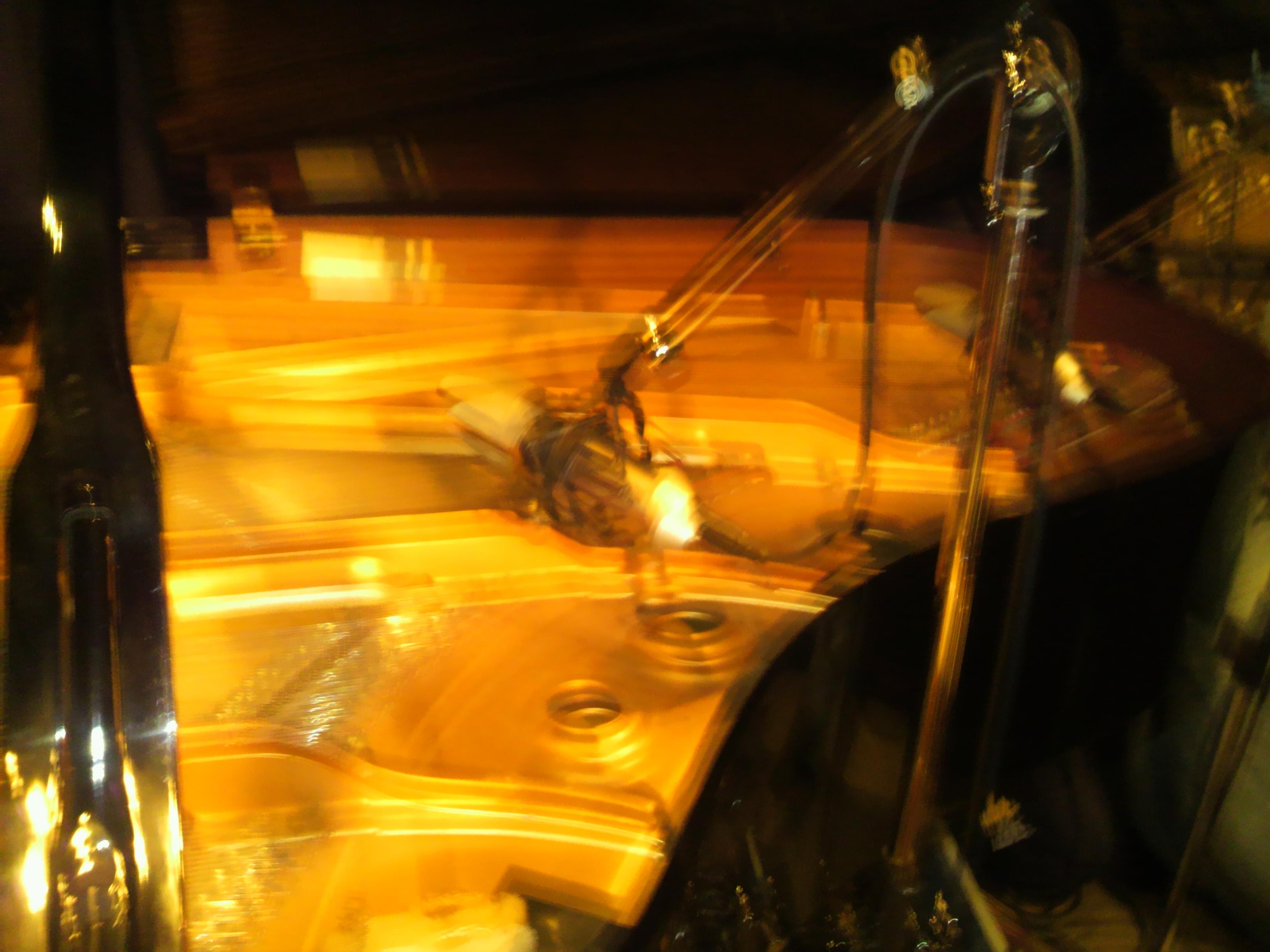 京都ブルーノートピアノ写真